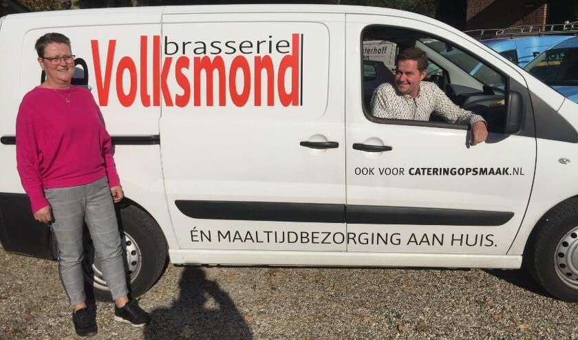 <p>Sandra Uljee en Ruurd Post waren met Brasserie de Volksmond al ingericht op bezorgservice. (foto: Marco Jansen)</p>