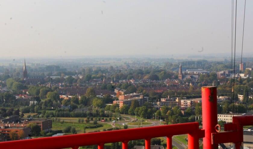 <p>Uitzicht vanaf de Gerbrandytoren over IJsselstein, een stad waar straks wellicht geen bewonersgroepen meer actief zijn. (Foto: Lysette Verwegen)</p>