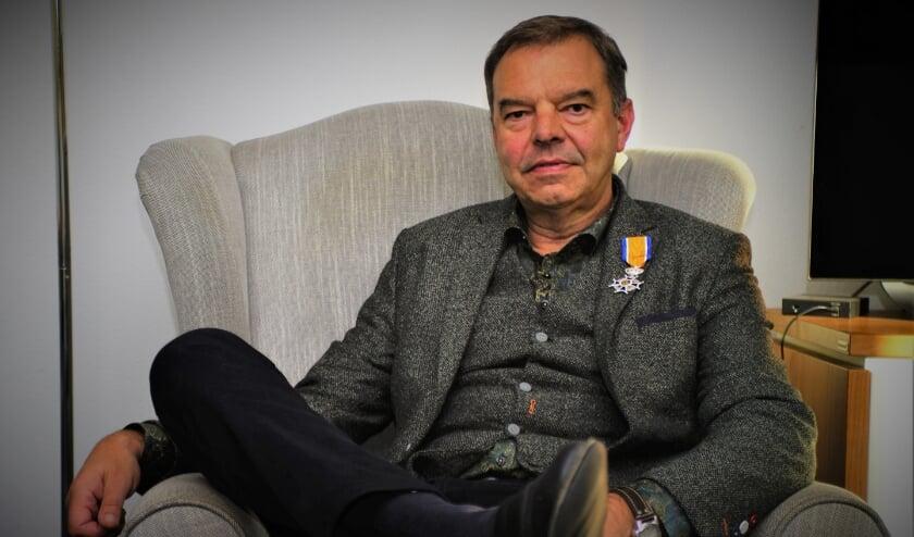 <p>Johan Burger is maar wat trots op zijn benoeming tot Ridder in de Orde van Oranje Nassau. Foto: Robbert Roos</p>