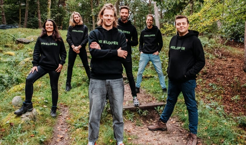 <p>Van links af de dj&#39;s Eva Koreman, Frank van der Lende, Sander Hoogendoorn, Timur Perlin, Wijnand Speelman en Rob Janssen. &nbsp;(Foto: Raymond van Olphen)</p>