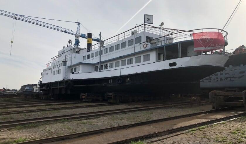 <p>Het KSCC-Schipperscentrum is 13 oktober vanuit de Nijmeegse Waalhaven naar de werf Shipyard in Millingen gesleept voor keuring.</p>