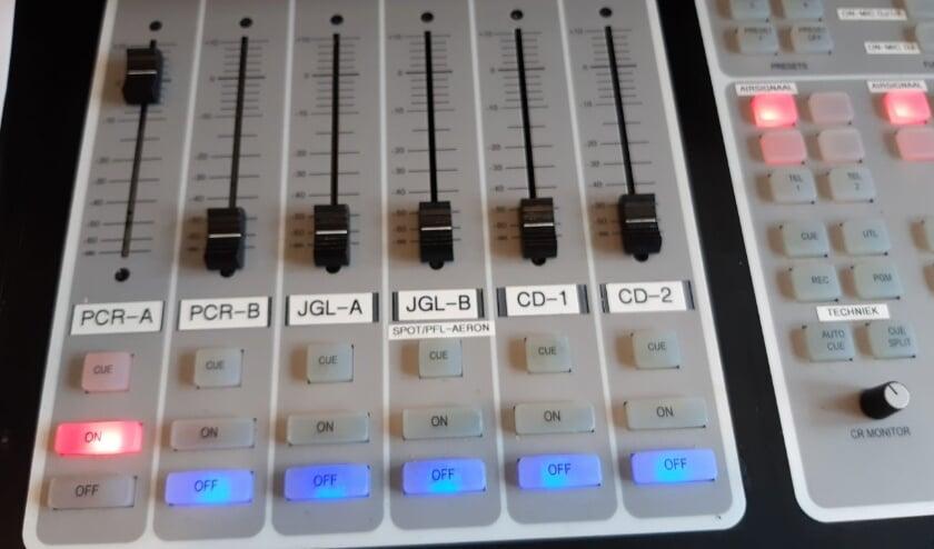<p>Sinds de ingebruikname van het ziekenhuis in Terneuzen, in 1988, is er ook een ziekenhuisomroep: Radio de Honte.</p>