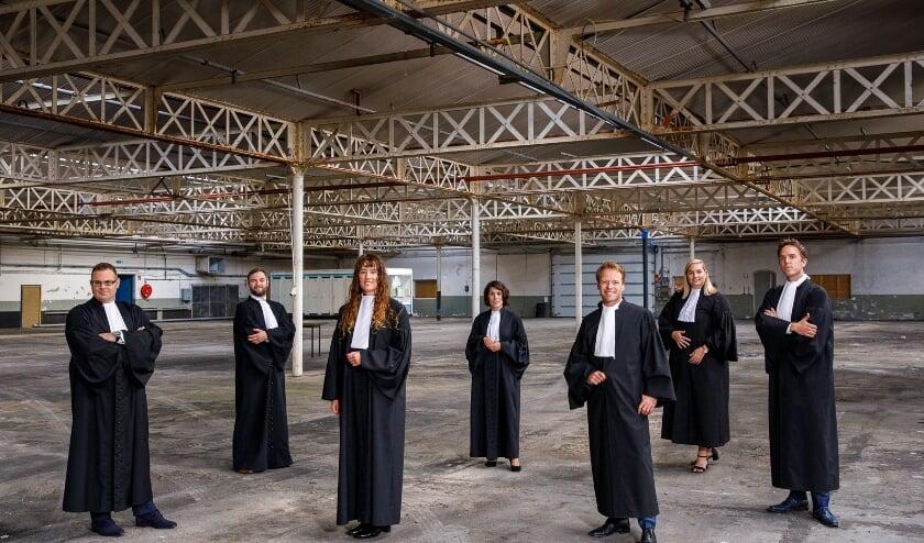 <p>De advocaten van MuklderVanGeel bijeen. (Foto: Robbert Brink Fotografie)</p>