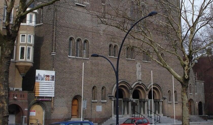 <p>De Laurentius en Elisabeth Kathedraal aan de Mathenesserlaan.</p>
