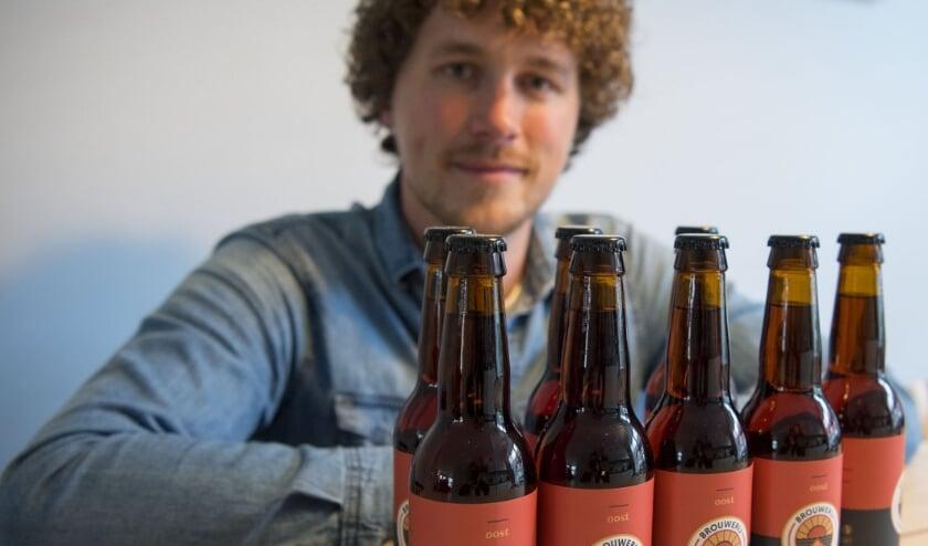 <p>Erwin Hoftijser houdt van speciale bieren. Hij is met zijn eigen gebrouwde bokbier Oost in de race voor een prijs.</p>