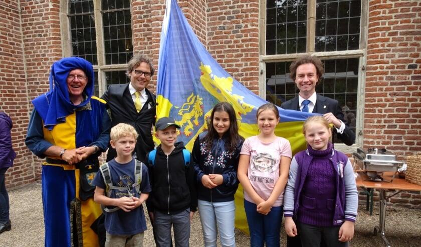 <p>Kinderen van basisscholen uit Gelderland en Duitsland &nbsp;in 2019 (dus voor corona) bij Kloster Graefenthal en in de Walburgiskerk te Zutphen samen het Gelre spel speelden.</p>