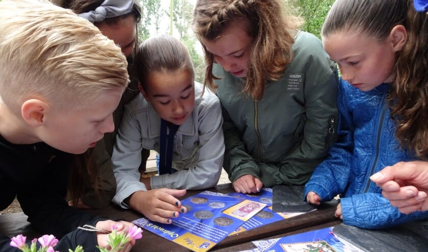 <p>Leerlingen buigen zich over een spel en maken kennis met de geschiedenis van Gelderland.</p>