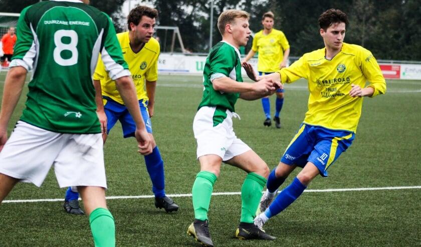 <p>Hatto-Heim verloor bij Rouveen met 2-1. Joep van Apeldoorn scoorde het doelpunt aan Hattemse zijde. &nbsp;</p>