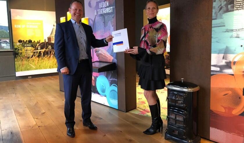 <p>Steven Enneman, directievoorzitter van Rabobank Graafschap, en Juli&euml;tte Hofman, directeur van DRU Industriepark.</p>