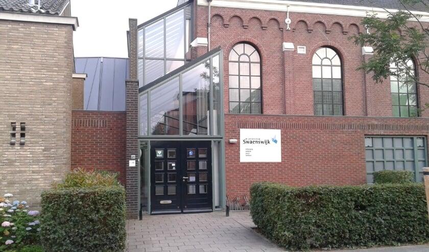 <p>In Swaenswijk hebben colleges plaats over de overheid. Foto: Walter Planije</p>