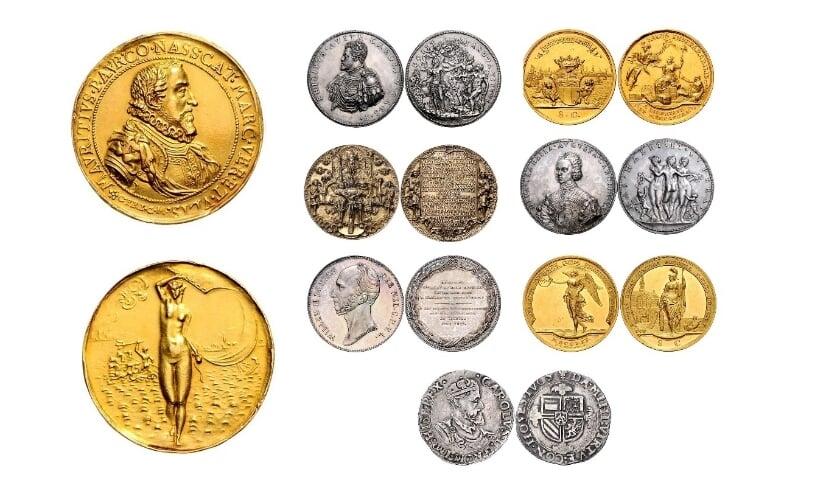 <p>Enkele highlights uit de geveilde collectie Van Erp, met links het topstuk: de gouden penning met een buste van Prins Maurits.&nbsp;</p>