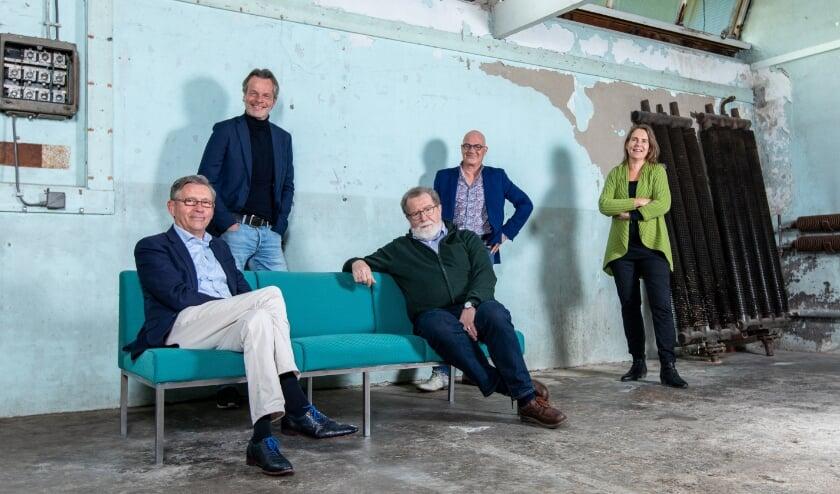 Van links af: Henk Visscher, Pieter Datthijn, Hans Saan, Peter van der Linden en Annemiek Hijink