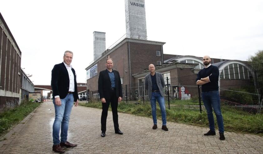 <p>V.l.n.r.: Fons van de Klok (KlokGroep), wethouder Noël Vergunst, Maarten de Wolff (kwartiermaker NYMA) en Frederick Ulijn (Lingotto). (Foto: Niek Antonise)</p>