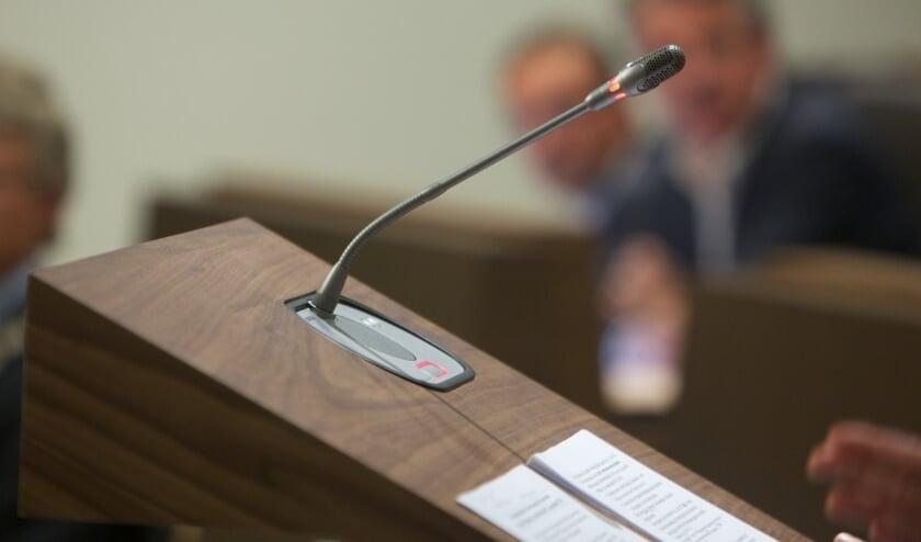 <p>De meerderheid van de raadsleden wil belangrijke vergaderingen fysiek doen in de raadszaal en niet online. (foto: gemeente Harderwijk)</p>