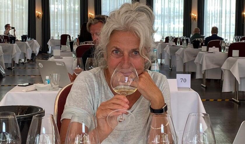 <p>De Rotterdamse Magda van der Rijst is vinoloog en weet alles van wijn. Ze is zelfs uitgeroepen tot Wijnvrouw van het Jaar 2020!&nbsp;</p>