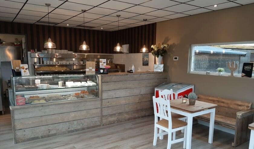 <p>Snackcounter De Lelie aan de Goudserijweg 85 heeft het hele interieur vernieuwd. Foto: Mascha de Klerk Wolters &nbsp;</p>