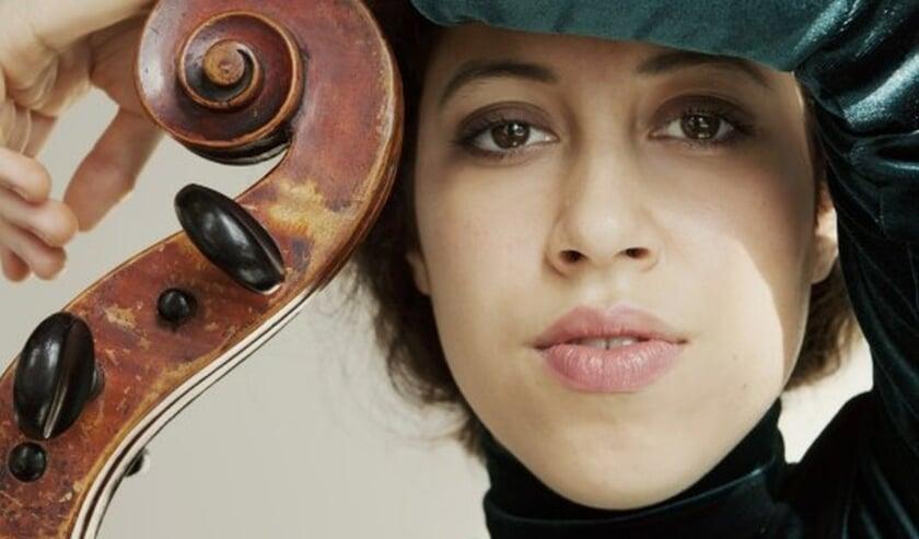 <p>Ella van Poucke speelt de sterren van de hemel in Schumanns Celloconcert<br><br></p>
