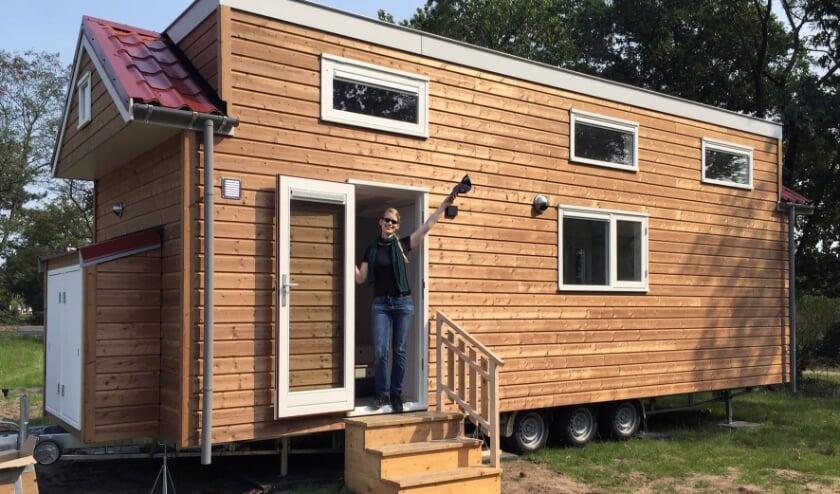 <p>Rianne is dolgelukkig met haar Tiny House, ontworpen door Ties Bosman.&nbsp;</p>