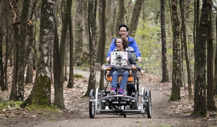 <p>De VeloPlus rolstoelfiets zorgt voor veel fietsplezier voor het hele gezin.&nbsp;</p>