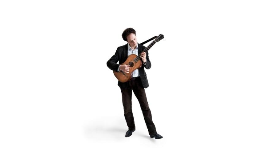 <p>Gitarist Izhar Elias. (Foto: Sonja Harris)</p>