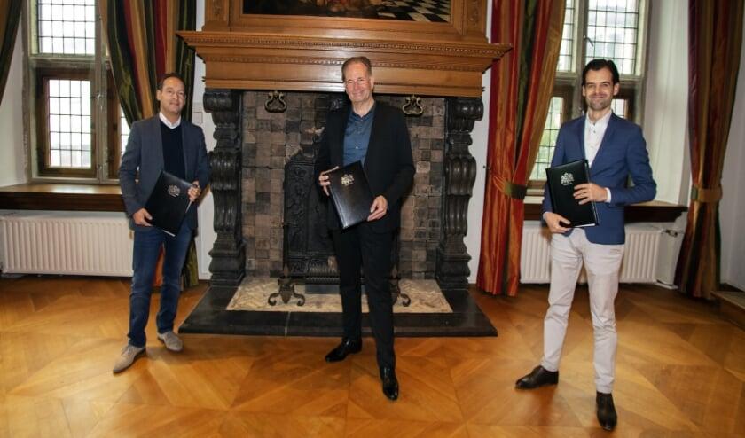 <p>V.l.n.r. Luuk Arts (Keyserhoff Vastgoed), wethouder Noël Vergunst en Arjan Graat (Keyserhoff Vastgoed).</p>