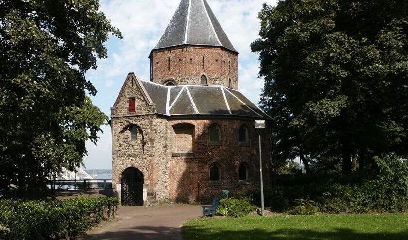 <p>Een bijzonder gebouw: de Sint Nicolaaskapel in het Valkhofpark.</p>