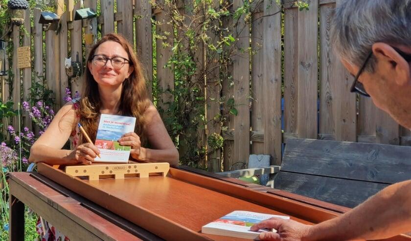 <p>Na afloop is het boek te koop en gaat Mariska sjoelbaksigneren.</p>