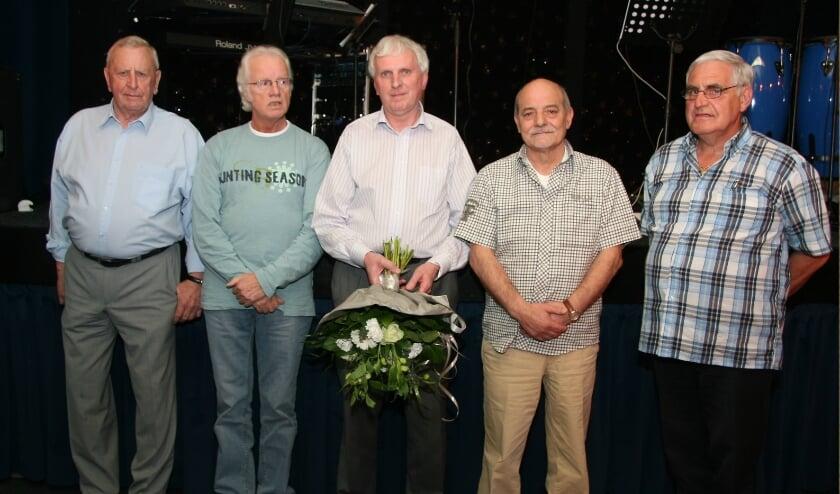 <p>De heren W. Wevers, H. Meijer, A. ten Voorde, T. Uda en J .Grevink van de EBB in betere tijden. (Foto: EBB)</p>