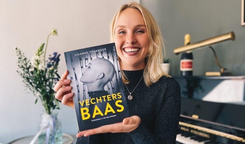 <p>Lisanne Spaander herbeleefde haar ziekte met haar boek Vechtersbaas, dat sinds 20 oktober verkrijgbaar is.&nbsp;</p><p><br></p>