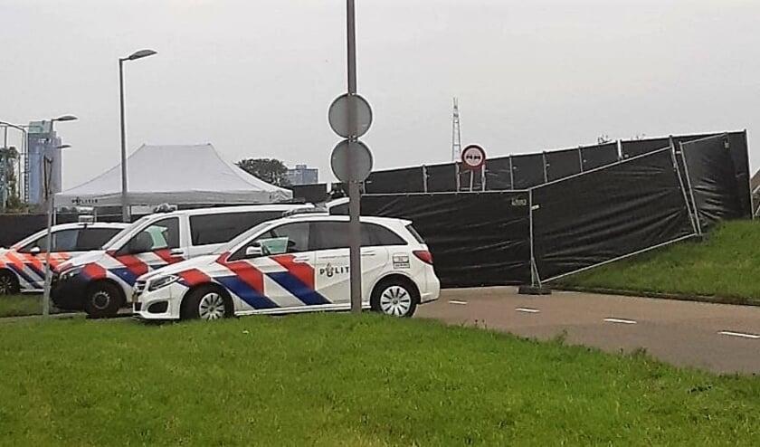<p>Forensische opsporing doet onderzoek op de Oostdijk. Foto: PR Politie</p>