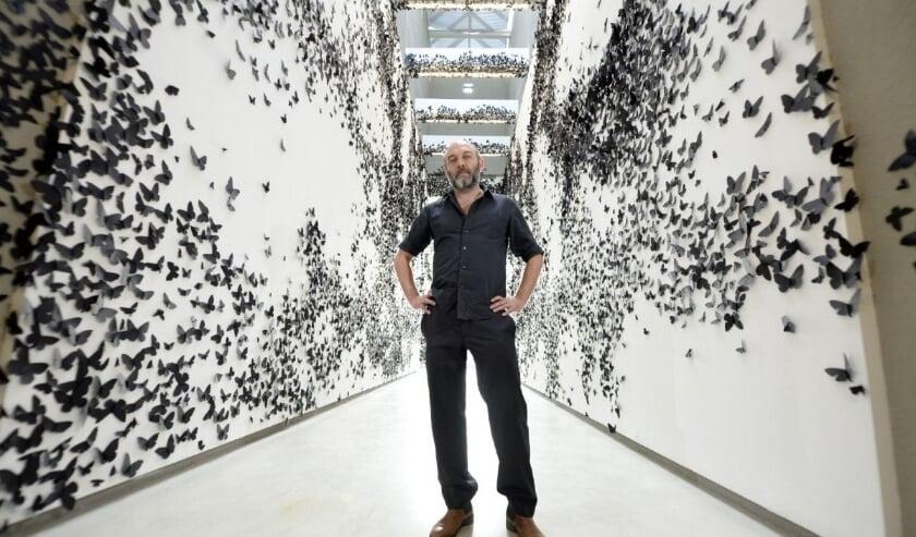<p>De Mexicaanse kunstenaar Carlos Amorales ontwikkelt met een projectkoor een nieuw kunstwerk. Foto: Aaron Harris</p>
