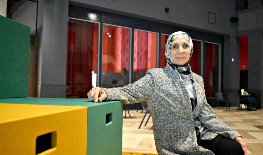 <p>&nbsp;Ik kan niet terug naar Syri&euml;, want alles is weg: mijn huis, mijn diploma, mijn man. Ik moet hier dingen weer opbouwen en Women Connected helpt me daarbij. (Foto: Anne Klapmuts)</p>