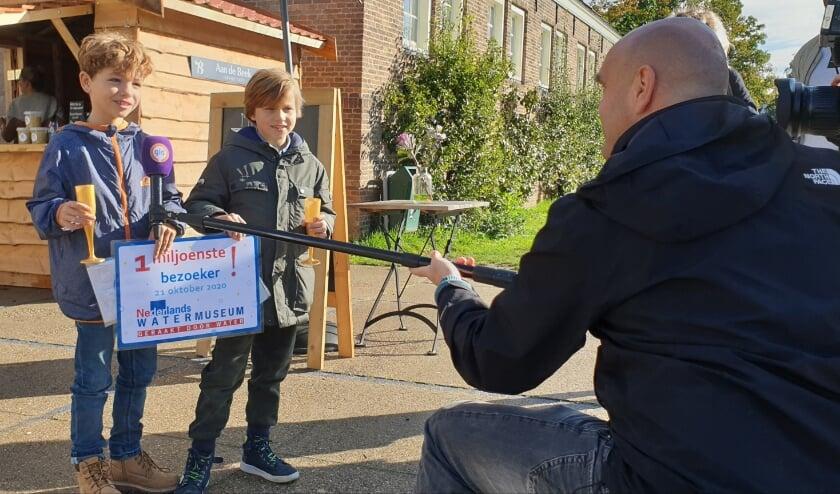 <p>&nbsp;Seppe en Faas uit Arnhem mogen zich beiden de 1 miljoenste bezoeker van het Nederlands Watermuseum noemen.&nbsp;</p>