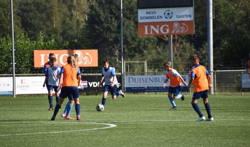 <p>Meer informatie of inschrijven kan via www.rkvvdommelen.nl/voetbalschool. </p>