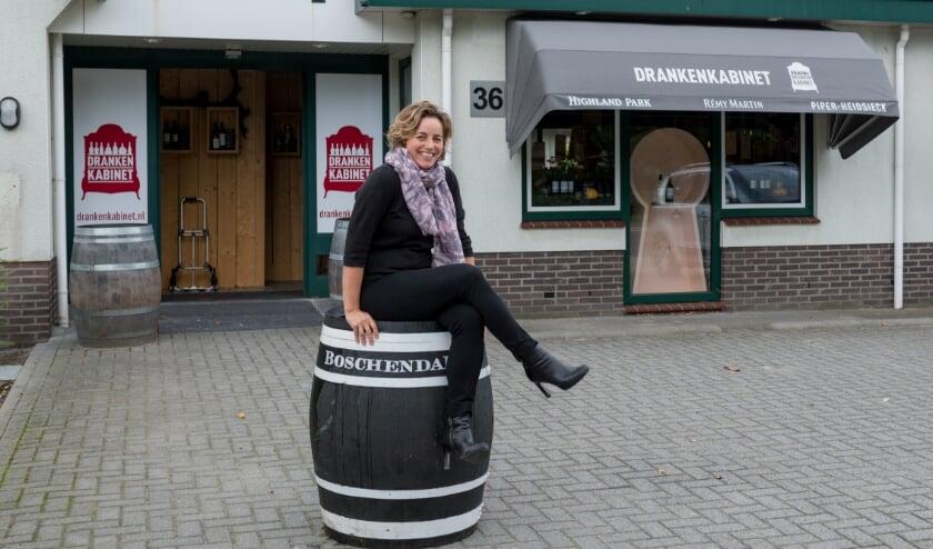 <p>Vanaf 15 november is een wisselende collectie van wijnkisten te bewonderen in de winkel. (foto: Kelly van der Dussen)</p>