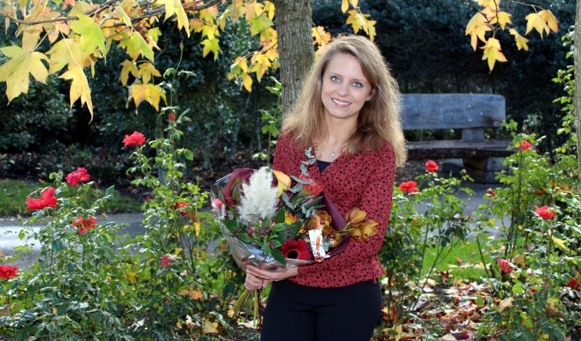 <p>Mari&euml;lle Massar (27) staat bekend als &#39;het bloemenmeisje&#39;. &quot;Zoveel wat niet kan, maar bloemen kunnen w&eacute;l&quot; FOTO: Morvenna Goudkade&nbsp;</p>