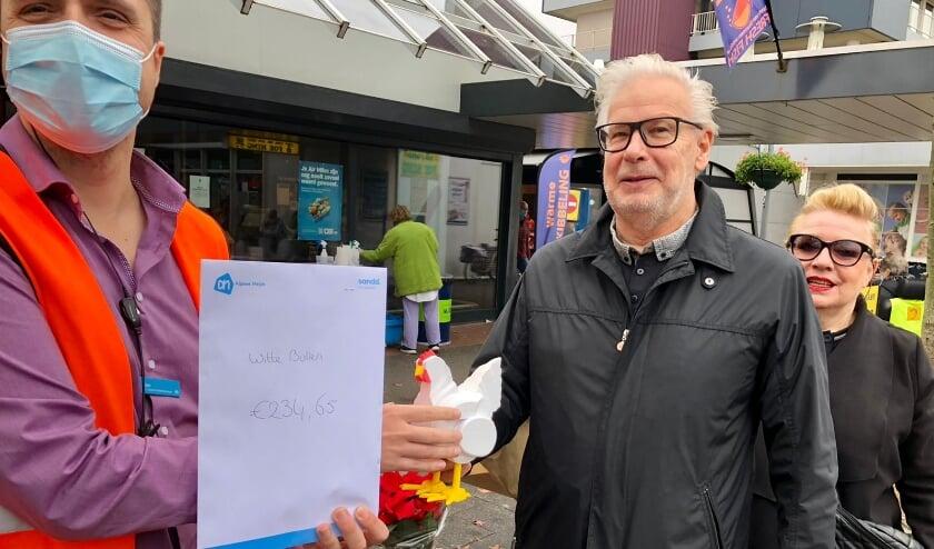 <p>Rechts Peter Buisman, voorzitter Stichting De Witte Bollen en Margo Odijk, actieve bewoonster en opzoomeraar in Ommoord.</p>