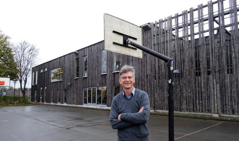 <p>Henri ten Klooster, op Sports Centre de Bongerd, waar hij hoopt, dat er snel versoepelingen komen, zodat hij alle sporters weer kan verwelkomen.</p>