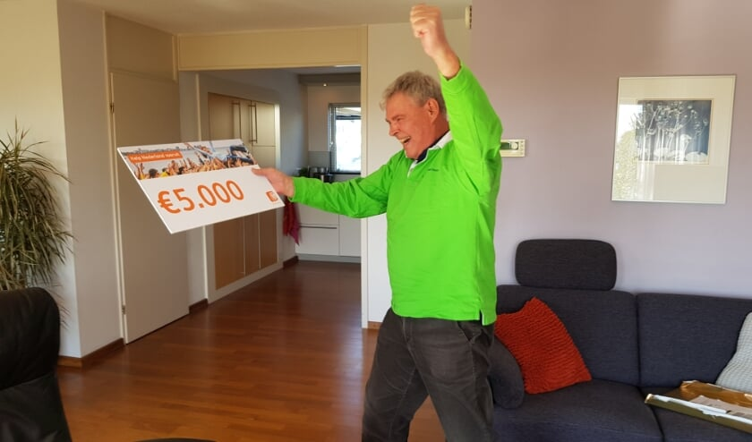 <p>Edward ten Hooven de co&ouml;rdinator van Gilde Stadsgidsen Zoetermeer, is super blij met de &euro; 5.000,- van de ING. &nbsp;Foto: Gilde Stadgidsen Z&#39;meer</p>