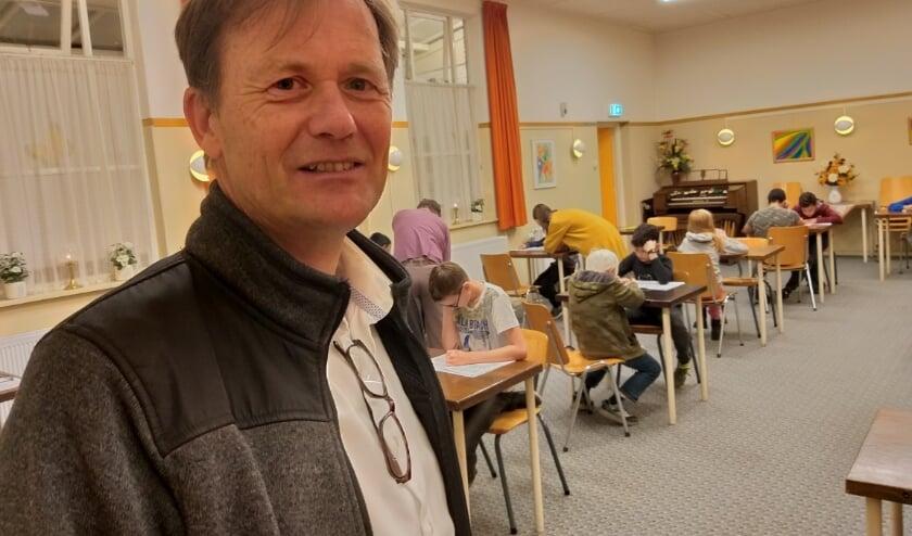 """Voorzitter Hans Hulshof: """"Op vrijdagavond schaken er nu nog alleen kinderen""""."""