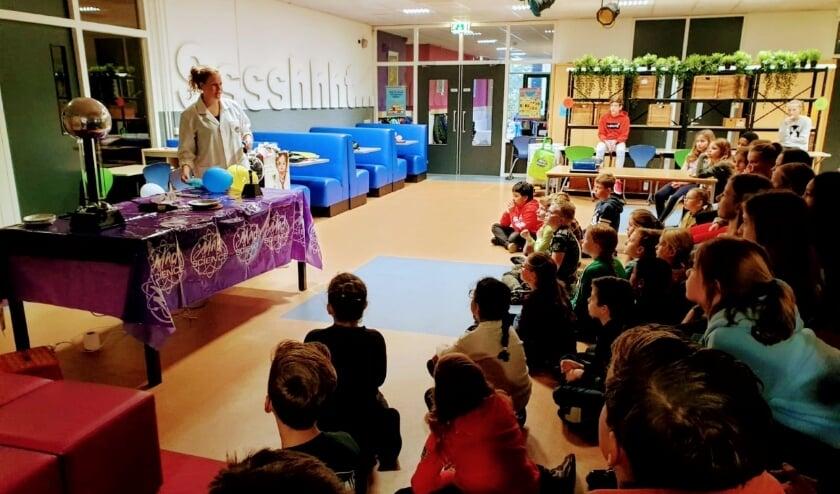 <p>Mad Science show. Tijdens de Techniekweek maken de leerlingen van De Molenwiek tijdens verschillende activiteiten kennis met techniek.</p>