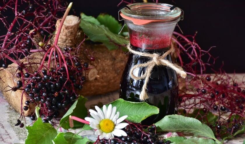 <p>&nbsp;Vlierbessen, maar ook bramen en bosbessen zijn tot heerlijke jams of sappen te verwerken. FOTO: Foto Rita.</p>