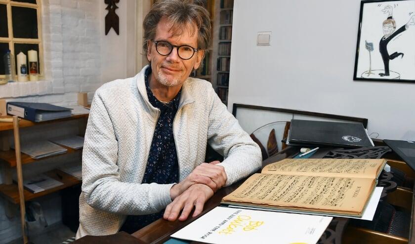 Nick Moritz, dirigent van het Ettens Mannenkoor. (foto: Roel Kleinpenning)