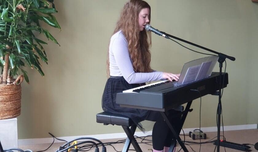<p>Singer-songwriter Maya Willemse heeft haar allereerste EP &ndash; een klein album &ndash; uitgebracht. (Foto: Maya Music Official)</p>