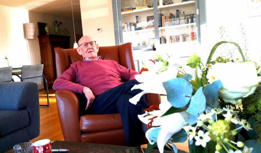 <p>De heer Zaaier is 30 jaar lid van de klaverjasclub &lsquo;Ons Genoegen&rsquo; maar wegens corona kan er nu niet gespeeld worden.</p>