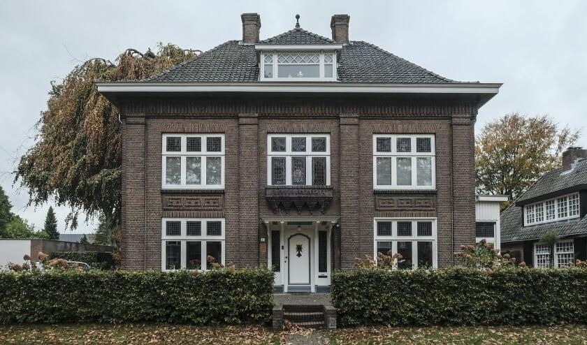<p>Een indrukwekkend huis met een veelbewogen geschiedenis, gebouwd in 1909. De Goirleseweg heette toen de Oude Goirlesche straatweg.</p>