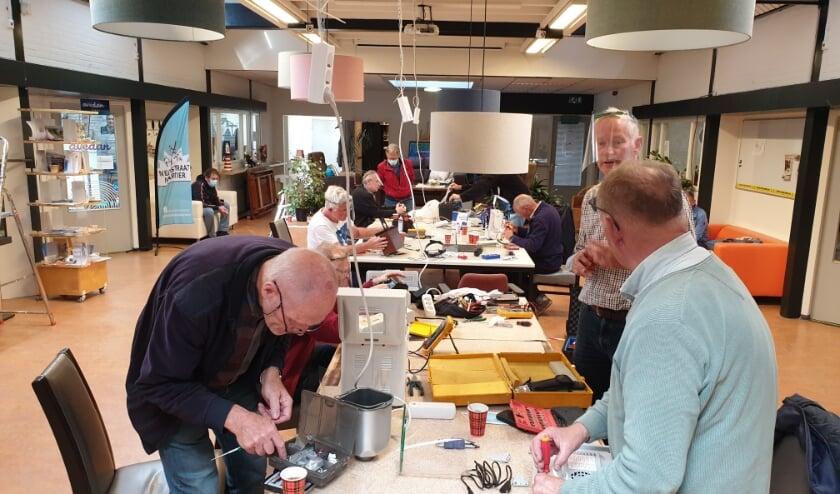 <p>Repair Caf&eacute; de Hagedoorn gaat vrijdag 27 november weer open. (Foto: Repair Caf&eacute;)</p>