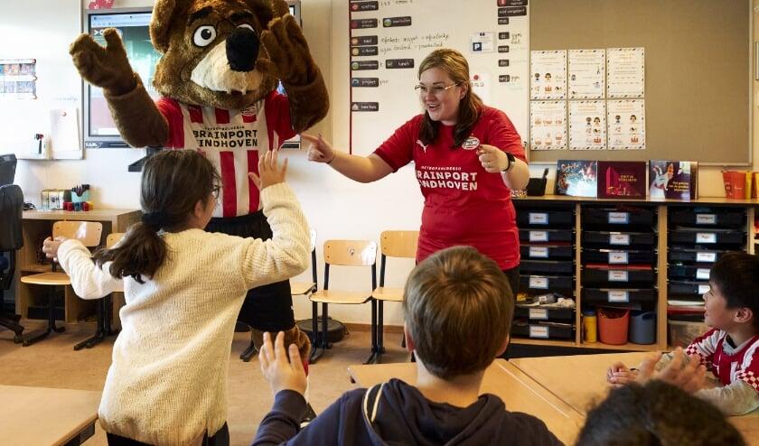 <p>De docenten zijn bij kick off benoemd tot PSV-trainer.</p>