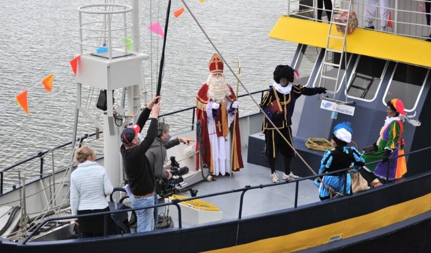<p>De Sint arriveerde enkele weken geleden in de haven van Smurfit Kappa Parenco. (foto: gertbudding.nl )</p>