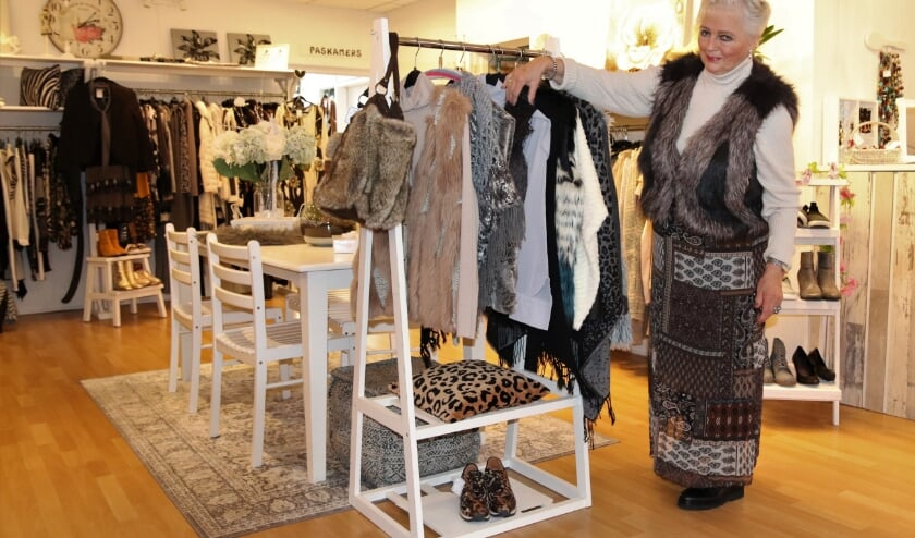 <p>De ervaren verkoopster Nel Vink-van Eijk (72) startte in juli haar eigen tweedehands dameskledingzaak.</p>